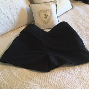 🏊♀️Black Shorts w/ tie front.